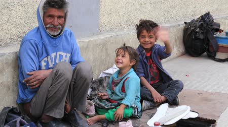 hobo : LEH, INDIA - SEPTEMBER 08 2014: An unidentified beggar family begs for money from a passerby in Leh. Poverty is a major issue in India