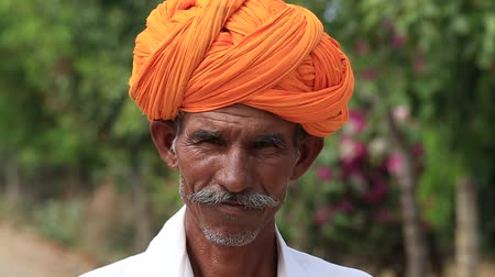 rolnik : PUSHKAR, INDIA - OCTOBER 24, 2014: Unidentified Indian man attended the Pushkar Camel Mela. This fair is the largest camel trading fair in the world.