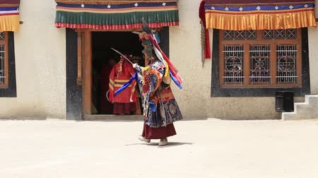 dua eden : LAMAYURU, INDIA - JUNE 13, 2015: An unidentified buddhist lamas during Tsam mystery in time of Yuru Kabgyat festival at Lamayuru Gompa, Ladakh, North India