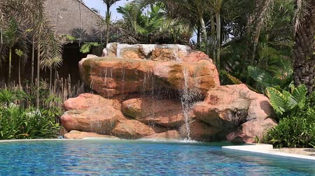 clima tropical : Video 1920 x 1080 Swimming pool on the beach. Island Koh Kood, Thailand.