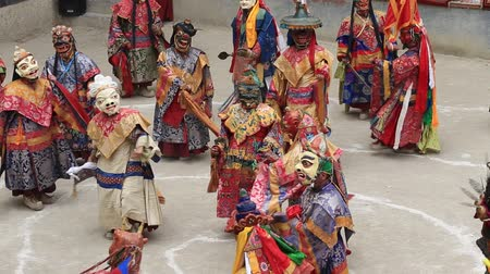 traditional ceremony : LAMAYURU, INDIA - JUNE 13, 2015: Tibetan lamas dressed in mystical mask dancing Tsam mystery dance in time of Yuru Kabgyat Buddhist festival at Lamayuru Gompa, Ladakh, North India Stock Footage
