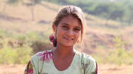 camelo : PUSHKAR, INDIA - OCTOBER 27, 2014: Unidentified girl at the the annual Pushkar Camel Mela. This fair is the largest camel trading fair in the world.
