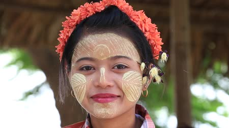 mianmar : MANDALAY, MYANMAR - JANUARY 17, 2016: Unidentified young Myanmar girl with thanaka on her smile face is happiness. Thanaka is a yellowish-white cosmetic paste made from ground bark.