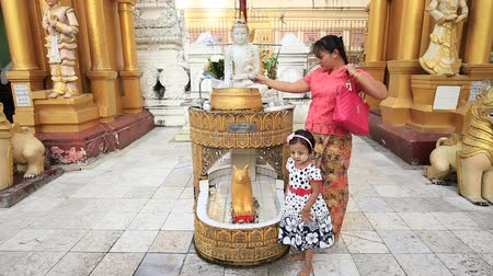 kultúra : YANGON, MYANMAR - JANUARY 9, 2016: Unidentified tourists and locals visit the Shwedagon Pagoda Stock mozgókép