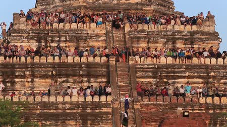 climbed : BAGAN, MYANMAR - JANUARY 20 2016: Unidentified tourists climbed to the pagoda, to take pictures of the sunset over Bagan Stock Footage