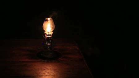 lampa naftowa : Burning kerosene lamp at night, close up Wideo