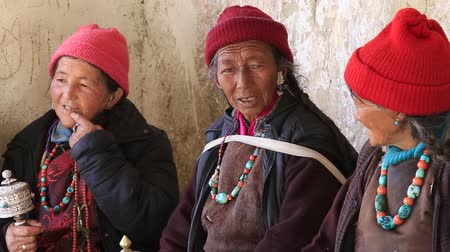 hacı : LAMAYURU, INDIA - JUNE 15, 2015: Unidentified tibetan old women during Tsam mystery dance in time of Yuru Kabgyat Buddhist festival at Lamayuru Gompa, Ladakh, North India Stok Video