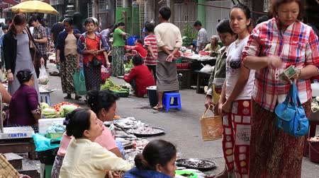 kultúra : YANGON, MYANMAR - JANUARY 10, 2016: Unidentified people buy and sell seafood and products on the street food market in the city center Stock mozgókép