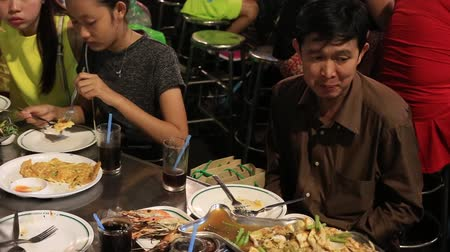 kínai negyed : BANGKOK, THAILAND - JANUARY 06, 2016: People eating street food in Chinatown. Yaowarat Road, China Town is famous for its night life for dining and eating with lively environment.