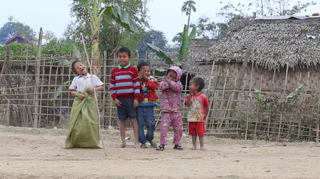 hobo : MRAUK-U, MYANMAR - JANUARY 28, 2016: Unidentified poor children on the street. Poverty is a major issue in Burma