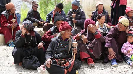 hacı : LAMAYURU, INDIA - JUNE 13, 2015: Unidentified buddhist old people during Tsam mystery dance in time of Yuru Kabgyat Buddhist festival at Lamayuru Gompa, Ladakh, North India Stok Video