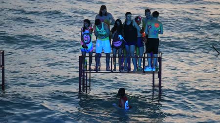 teljes test : KOH PHANGAN, THAILAND - FEBRUARY 01, 2018: Girls and guys participate in the Full Moon party in island Koh Phangan, Thailand. Event now attracts anywhere about 30,000 party-goers on a normal month