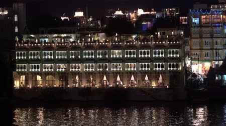 Night view on architecture and lake water. Udaipur, Rajasthan, India Wideo