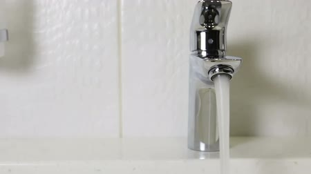 lavatório : water faucet in a luxurious hotel room or at home in the bathroom. Dolly video