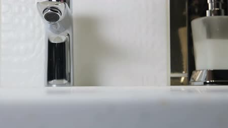 lavatório : water faucet in a luxurious hotel room or at home in the bathroom. Slider video