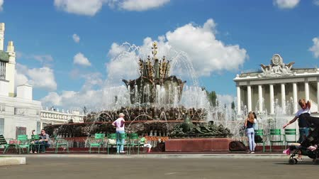 urss : Moscow, Russia-August 09, 2018: sights and monuments at VDNH in Moscow. Sculpture, mosaic, decorated elements in the decoration of the exhibition pavilions. Fountain Stone flower