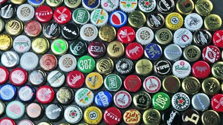 újrahasznosított : Moscow, Russia-September 7, 2018: metal caps from different drinks, from beer, soda, cola, mineral water. Popular brands: Coca Cola, Fanta, Gesser, grolsh, Heineken etc. Rotation video