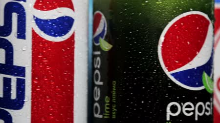coque : Moscow, Russia-October 25, 2018: carbonated Pepsi drink in different packaging design times. Pepsi non-alcoholic carbonated drink produced by the American company PepsiCo
