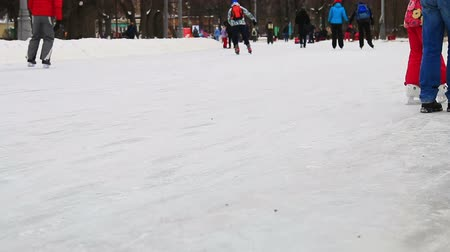 main : Moscow, Sokolniki Park on January 27, 2018: children and adults skate in the park Sokolniki Stock Footage