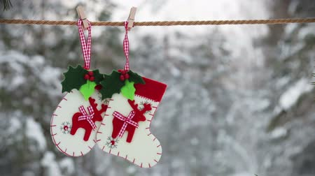 prendedor de roupa : sock and mittens with Christmas pattern hanging and dying on the clothesline Stock Footage