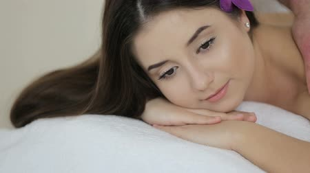 güzel : Relaxing Massage At Beauty Spa Salon Stok Video