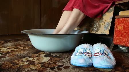aromaterapia : hot foot bath, relaxation and remedy for colds