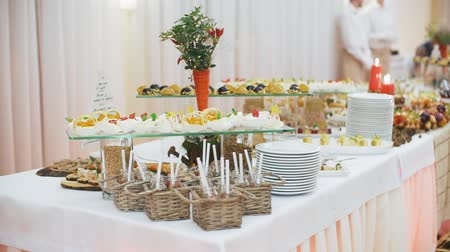 общественное питание : Beautifully decorated catering banquet table with different food snacks and appetizers on corporate christmas birthday party event or wedding celebration.
