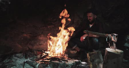 beardie : Bearded man warming hands above the bonfire. evening night time. Tourist man evening campfire. Lumberjack at a fire in the woods. Travel, mountaineering, mountains, rocks, researcher, tourist