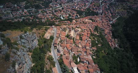 neapol : Aerial drone footage video - panoramic view of Tagliacozzo, AQ. Italy Wideo