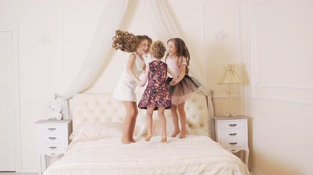 капелька : little kids jumping on the bed