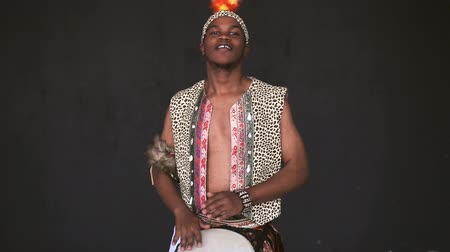 барабаны : Handsome African Man Playing Drum and smile Стоковые видеозаписи