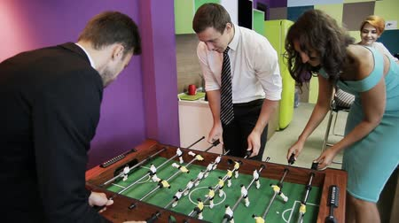 Office workers playing kicker Stok Video