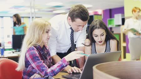 Group of business people using laptop and tablet computer during a meeting Stok Video