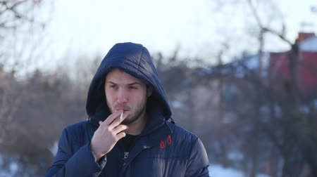 fumegante : Brutal bearded man smoking a cigarette outdoor Stock Footage