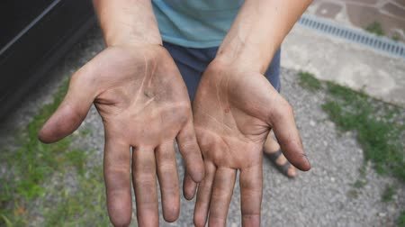 ремонтник : Mechanic rubs dirty hands after work. Close up Slow motion