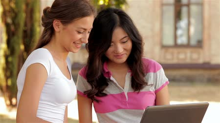 educar : Two beautiful girls studying outdoors Stock Footage