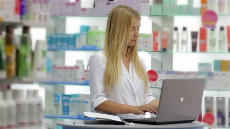 gyógyszertár : Pharmacist booking product in data base