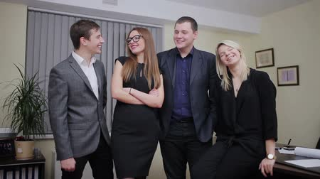 сотрудники : Group of happy businesspeople standing in a row in office Стоковые видеозаписи