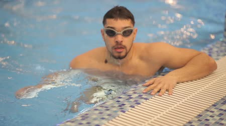 nadador : Smiling athletic swimmer at swimming pool Stock Footage