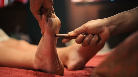 vara : Thai massage of female foot
