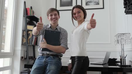 munkás : Office workers shows thumbs up. Stock mozgókép