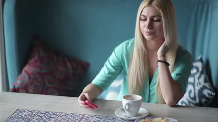 tebliğ : Young woman checks a notification on phone. Stok Video