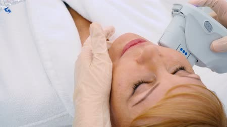 mezoterapia : Procedure of face lift in the cosmetology center