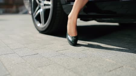 pięta : Close-up - the woman in high heels get out from the car