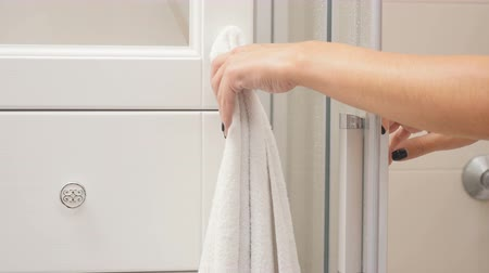 iğfal : Woman takes towel after shower