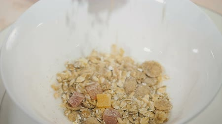 cukrozott : Muesli in the bowl