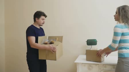 nowe mieszkanie : Married couple with boxes observes a light room in new house