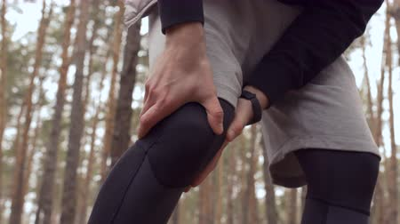 diz : Man has a pain in knee, but continue to run in the forest