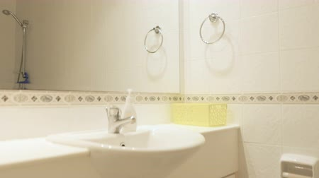 seramik : Stylish white bathroom Stok Video