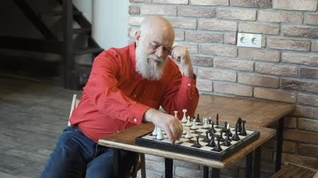 rycerze : Lonely mature man play chess with himself